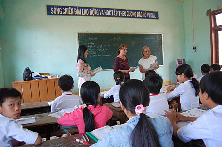 Our Projects: Volunteers Teach English | Projects in Vietnam